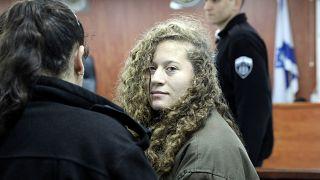Hősként ünneplik az izraeli katonákat megütő palesztin lányt