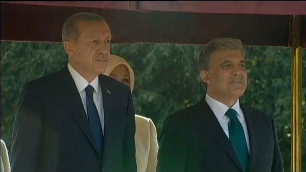 Decreto favorável aos leais de Erdogan provoca choque com Gul