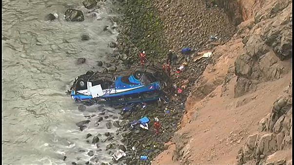 Bus plunges off cliff in Peru