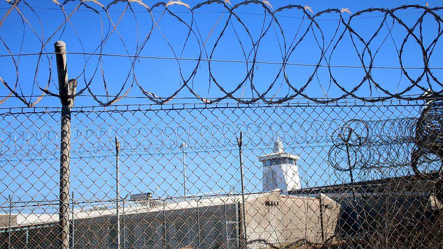 هواتف أرضية للسجناء في فرنسا