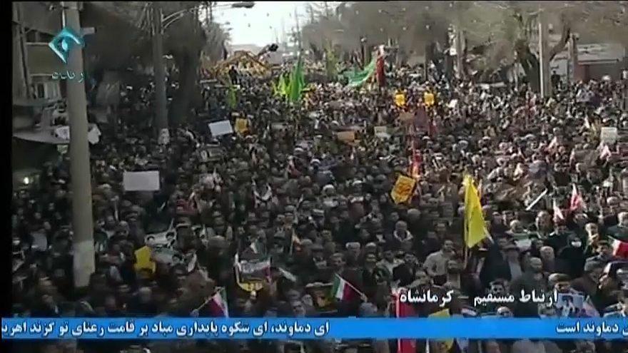 Manifestações pró-governo abrandam tensão no Irão