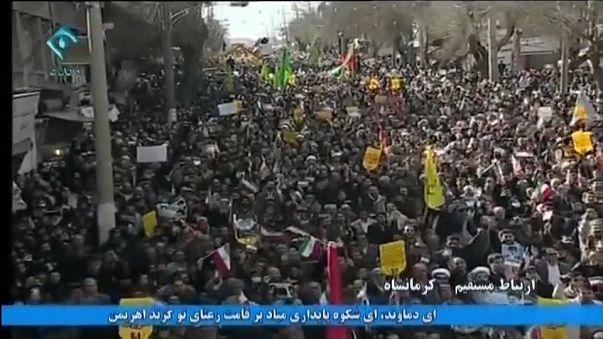 Decenas de miles de partidarios del régimen iraní salen a las calles