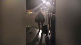 Spagna: esce da ala dell'aereo, arrestato