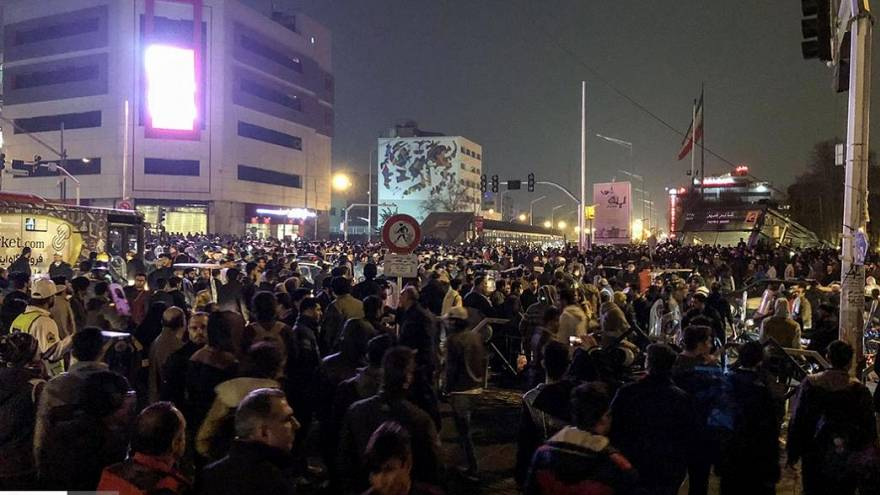 Iran: per i Pasdaran rivolta sconfitta, In piazza i filo governativi