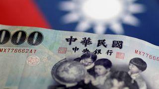 تايوان: طبيب أسنان مضطر على تسديد تكاليف تعليمه إلى أمه