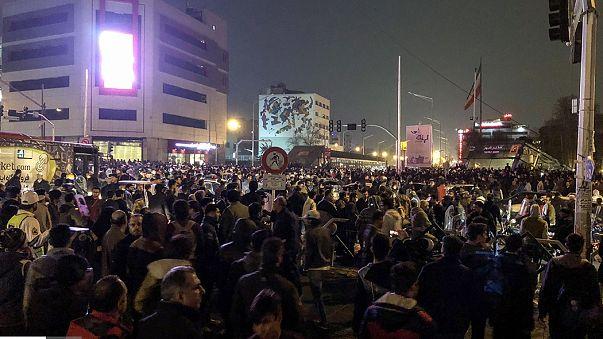 Rus basınının iddiası: Hamaney, ailesini Türkiye'ye gönderdi