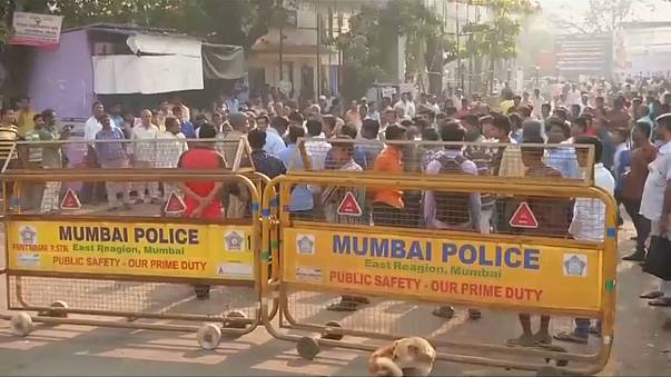 Протесты неприкасаемых парализовали жизнь в Мумбаи