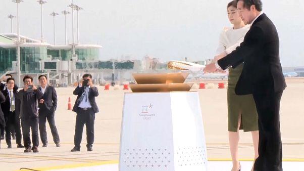 La llama olímpica alumbra el diálogo entre las dos Coreas