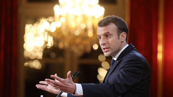 "Macron s'attaque aux ""fake news"""
