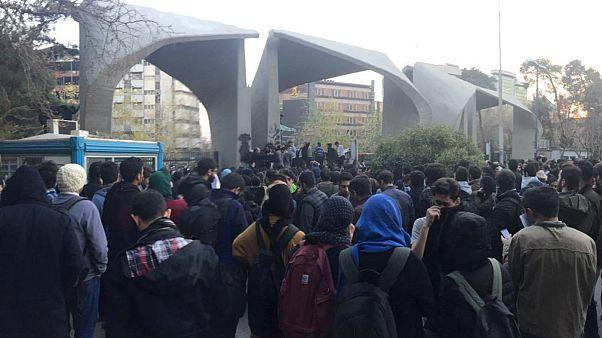 اعتراضات در ایران؛ از واکنش ها  تا تهدید واشنگتن به تحریم بیشتر