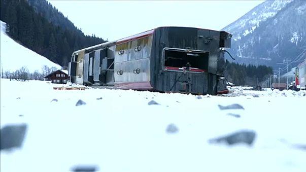 Comboio descarrila e tomba na Suíça por causa de tempestade