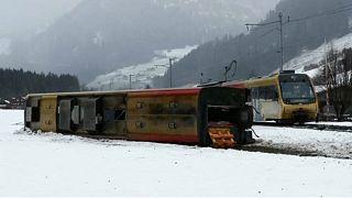 Szél borította fel a vonatot