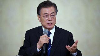 """رئيس كوريا الجنوبية بصحبة """"نساء المتعة"""""""