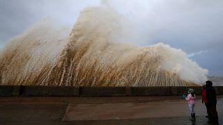 Tempestade Eleanor faz pelo menos três mortos na Europa