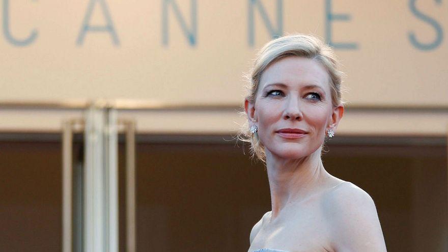 کیت بلانشت روی فرش قرمز شصت و هشتمین دوره جشنواره فیلم کن برای فیلم «کارول»