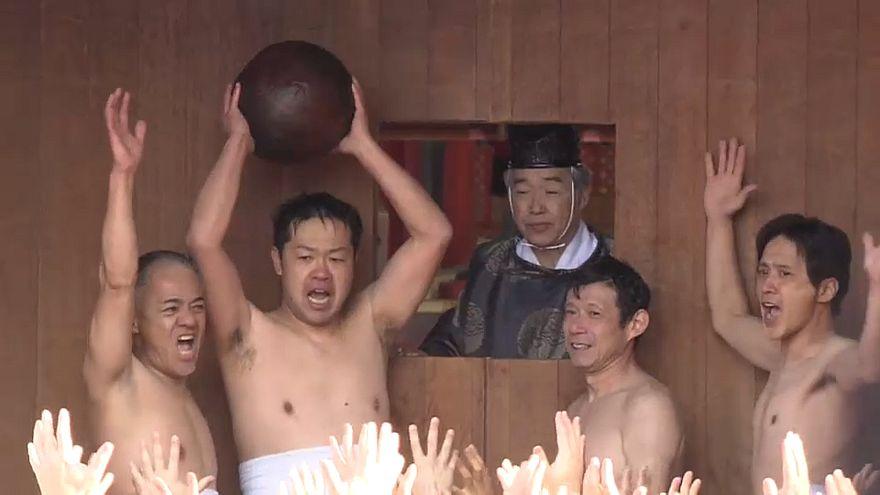 Передача священного мяча
