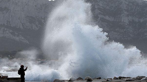 طوفان النور در بندر مارسی فرانسه