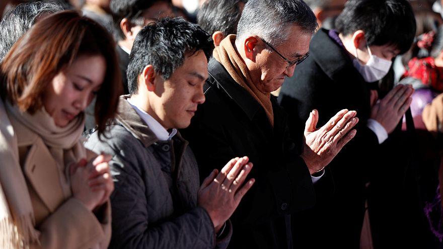 Japonlar yeni yılda tapınaklara akın etti