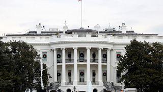 البيت الأبيض يحظر على موظفيه وضيوفه استخدام الهواتف المحمولة