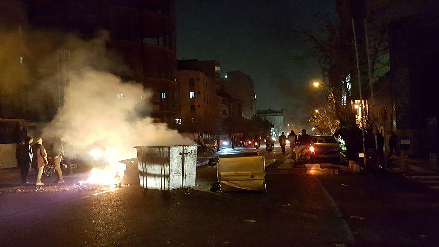 """خبراء أمنيون: """"ما تشهده إيران ليس ثورة وإنما احتجاجات تحرج  النظام"""""""