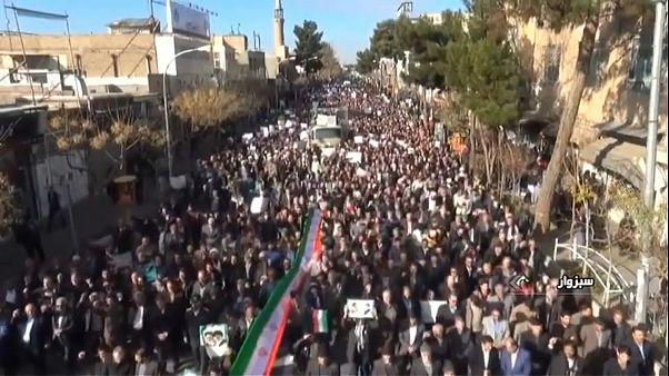 Depois dos protestos anti-regime decorrem manifestações pró-governo