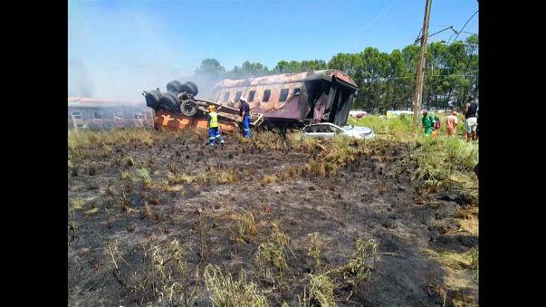 Sud Africa, almeno 18 morti in un incidente ferroviario