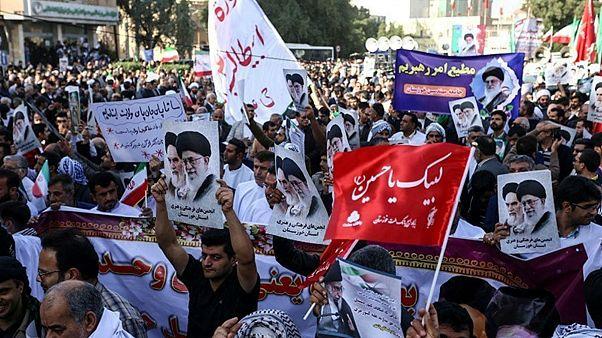 «Στηρίζουμε τον Χασάν Ροχανί» φωνάζουν φιλοκυβερνητικοί διαδηλωτές