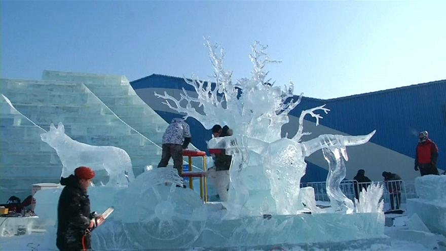 Ice sculptures china - grab from sujet