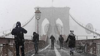 Xάος από τη χιονοθύελλα «βόμβα» στις ΗΠΑ