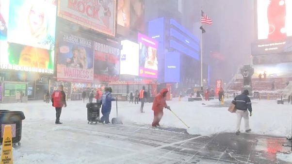 """Ciclone """"bomba"""" cobre de neve o norte dos EUA"""