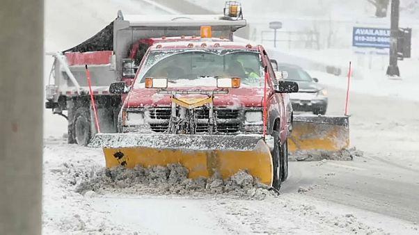 Снежная буря накрыла США
