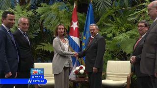 Mogherini incontra Castro, bacchetta Trump e annuncia accordi con Cuba per 49 milioni di euro