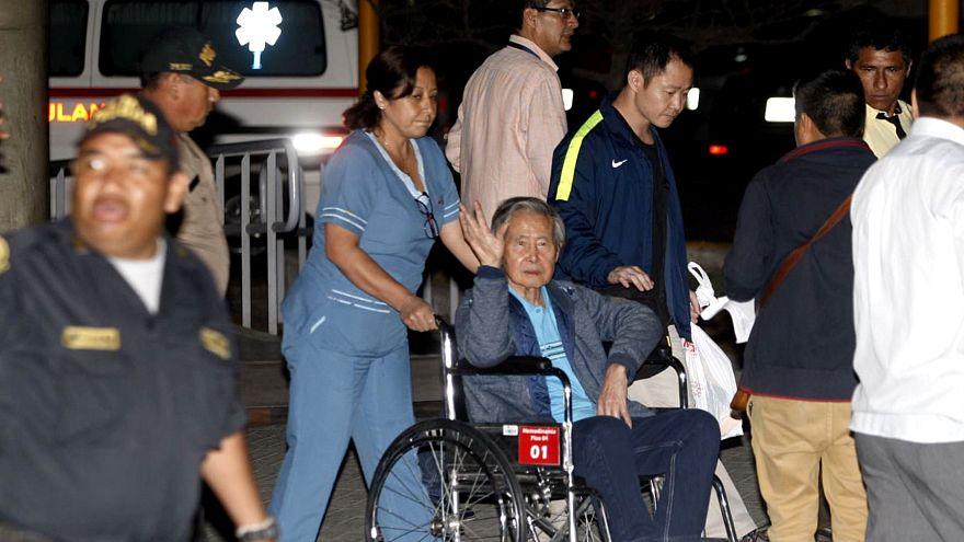 Ex-presidente Alberto Fujimori sai de clínica onde estava internado