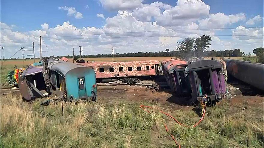 Поезд столкнулся с грузовиком