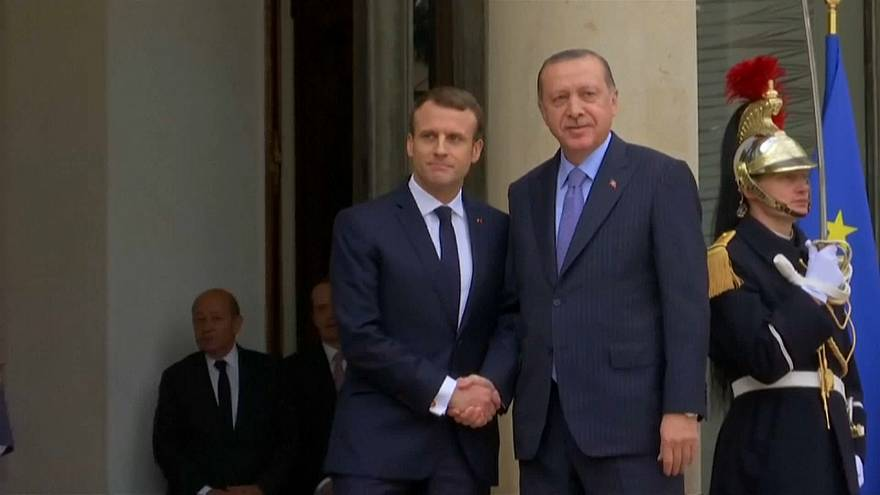 Duetto Macron/Erdogan in salsa italiana a Parigi