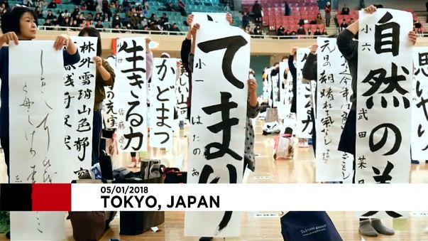 Milhares de japoneses participam em concurso de caligrafia