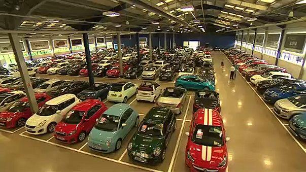 Nagyot esett a brit autóeladás