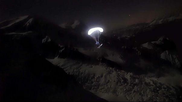 شاهد: جبال الألب تنير ليلا