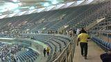 شاهد: عشرات الجرحى في انهيار الجدار العازل لمدرجات ملعب جابر الدولي