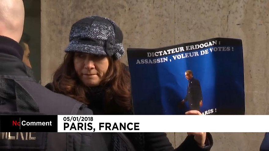 Protestos contra a visita de Erdogan a Paris