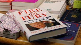 Aνάρπαστο το βιβλίο που εξόργισε τον Τραμπ