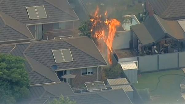 Wohngebiet (Carrum Downs) in Flammen