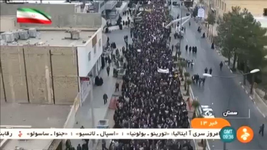 Tüntetés és ellentüntetés Iránban