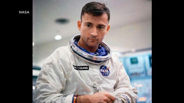 Muere John Young, noveno hombre en pisar la Luna