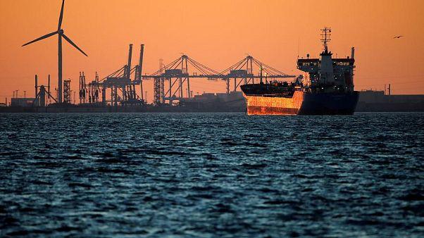 فقدان 32 شخصا جراء اصطدام ناقلة نفط إيرانية بسفينة شحن في الصين