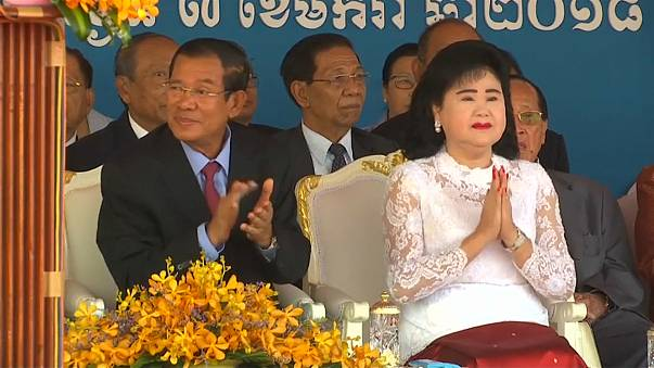 Kamboçya'da Kızıl Kmerler'in düşüşü kutlandı