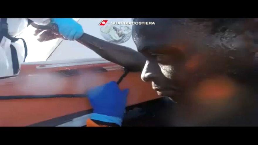 Italienische Küstenwache rettet Migranten
