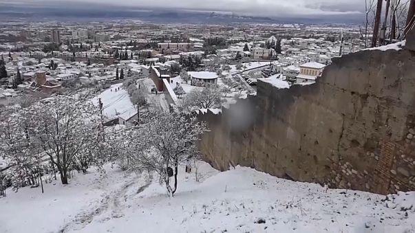 Снегопады и наводнения в Европе
