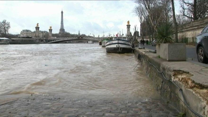 Pesadilla en España por la nieve e inquietud en Alemania y Francia por las lluvias