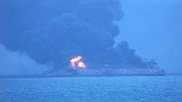 Kigyulladt egy iráni tanker Kína partjainál